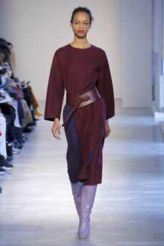 The complete Agnona Fall 2018 Ready-to-Wear fashion show now on Vogue Runway. Women's Runway Fashion, Vogue Russia, Models, Fashion Show Collection, Minimal Fashion, Urban Fashion, Editorial Fashion, Beautiful Dresses, Fashion Brands