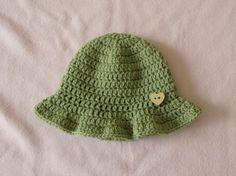 Crochet Baby Hats VERY EASY simple crochet baby sun hat tutorial - summer baby... Check more at https://www.newbornbabystuff.com/crochet-baby-hats-very-easy-simple-crochet-baby-sun-hat-tutorial-summer-baby/