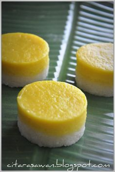 ข้าวเหนียวสังขยา Egg Custard with Sticky Rice Rice Cake Recipes, Bakery Recipes, Dessert Recipes, Thai Dessert, Dessert Buffet, Durian Recipe, Durian Cake, Steam Recipes, Steamed Cake