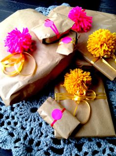 wrapping with pompoms, ribbon & fluo stickers