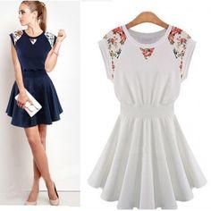 Vestido Rodado com Detalhes Florais - 2 cores - Vestidos - Feminino