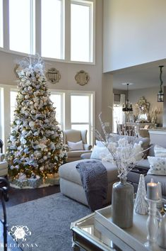 Christmas Living Room with neutral gold blush copper colored Christmas decor. Christmas Living Room with neutral gold blush copper colored Christmas decor. Loving the large Christmas tree! Source by theexchange Christmas Living Rooms, Christmas Home, Christmas Holidays, Apartment Christmas, Christmas Trees, Christmas Lights, Livingroom Christmas Decor, Christmas Crafts, Christmas Ornaments