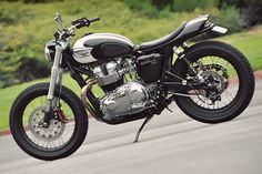 Mule Triumph Bonneville T100!!!! if i were to ever get a motor cycle this would be it!!!!!!!(: