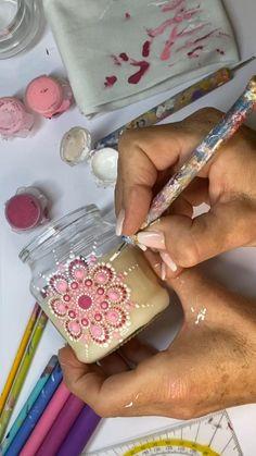 Dot Painting Tools, Glass Painting Designs, Pottery Painting Designs, Dot Art Painting, Painting Patterns, Mandala Art Lesson, Mandala Drawing, Mandala Painting, Bottle Painting
