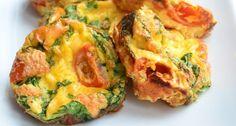 eimuffins uit de oven - ontbijt of lunch met tomaat, ei en spinazie