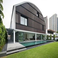 Wind Vault Modern Wind Vault House Displaying a Quirky Barn Like Roof in Singapore. Wind Vault House is an exciting contemporary house in Singapore, Architecture Résidentielle, Amazing Architecture, Singapore Architecture, Installation Architecture, Exterior Design, Interior And Exterior, Property Design, Beautiful Homes, My House