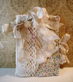 Beautiful needle book by   Dawn Edmonson at   The Feathered Nest
