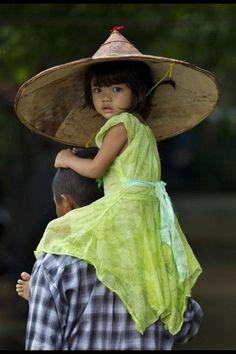 Kid transporter . Vietnam