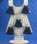Dragees dans robe bleu marine a pois blanc