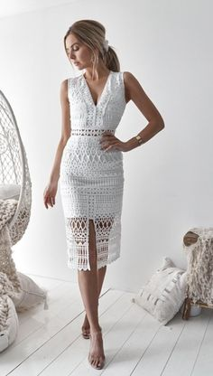 Scarlet Lace Midi Dress - White Scarlet Lace Midi Dress in Weiß von Two Sisters the Label Chic Dress, Classy Dress, Mode Bcbg, Dress Outfits, Fashion Dresses, Party Outfits, Modest Fashion, Scarlett Dresses, White Midi Dress