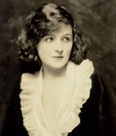 *BILLIE BURKE ~ the sweet face that eventually became Glinda, the Good Witch of the North.*BILLIE BURKE ~ the sweet face that eventually became Glinda, the Good Witch of the North. Evelyn Nesbit, Vintage Hollywood, Classic Hollywood, Glenda The Good Witch, Celine, Adrienne Ames, Billy Burke, Silent Film Stars, Movie Stars