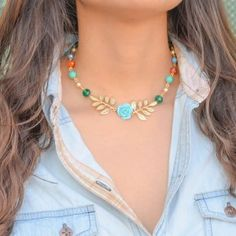 Collar Graduable Hojas | Dulce Encanto Beaded Jewelry, Jewelry Necklaces, African Trade Beads, Collar Necklace, Love Art, Turquoise Necklace, Chokers, Accessories, Women