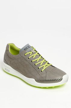 These golf shoes come in six different colors.