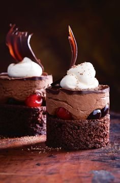 Here's our hot tip for your ultimate Easter dessert! These incredible Black Forest Mousse Cakes are stuffed with boozy cherries, perfect for that special family feast - get the recipe in the April issue of taste mag! Individual Desserts, Fancy Desserts, Keto Desserts, Delicious Desserts, Yummy Food, Plated Desserts, Dessert Parfait, Cake Recipes, Dessert Recipes