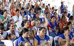 Gobierno entrega 65 viviendas en Santa Bárbara y beneficia a 300 microempresarias