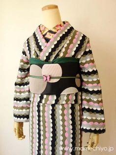 cute Kimono Japan, Yukata Kimono, Kimono Outfit, Kimono Fashion, Traditional Japanese Kimono, Japanese Modern, Traditional Dresses, Japanese Outfits, Japanese Fashion