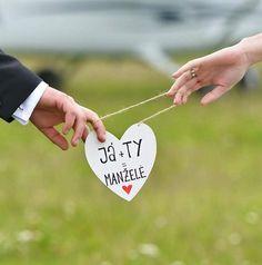 dekorace na focení A ŽILI ŠŤASTNĚ.. / Zboží prodejce Alucca | Fler.cz Dog Tags, Dog Tag Necklace, Wedding Day, Pi Day Wedding, Marriage Anniversary, Wedding Anniversary