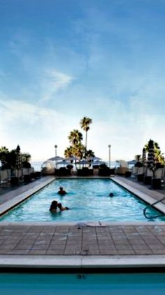 Loew's Santa Monica Beach hotel has an incredible location, within walking distance to the famous Santa Monica Pier & 3rd Street Promenade, which provides great shopping, lots of restaurants and local bars. #santamonica #california #usa #travel #pools #hotels