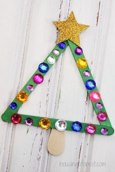 Popsicle Stick Christmas Tree Magnet ~ Christmas Craft for Kids #christmascrafts #popsiclestickcraftsforkids