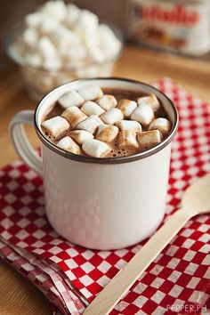 Nutella hot hocolate and marshmallows. 2 cups full cream milk cup nutella cup mini marshmallows milk in a pot. Scalding means heat the milk before boiling point. in nutella. to mugs and top with marshmallows. Nutella Hot Chocolate, Hot Chocolate Recipes, Nutella Drink, Chocolate Pepper, Chocolate Chocolate, Nutella Recipes, Dog Food Recipes, Thm Recipes, Yummy Drinks