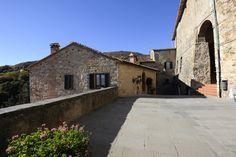 Walking in Castelnuovo Val di Cecina - Tuscany Tuscany, Tiny House, Travel Inspiration, Interior Decorating, Walking, Building, Home, Buildings, Ad Home