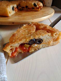 Focaccia con cipolle pomodorini e olive