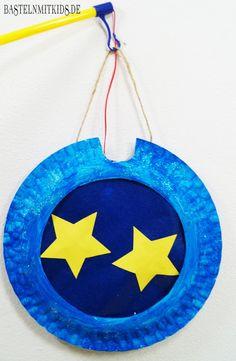 Stern laterne basteln mit Kindern. Einfach und schnell aus Papptellern basteln. http://bastelnmitkids.de/