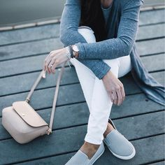 casual style, white denim, shades of grey, comfortable and chic spring style