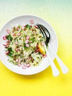 'fennel-celery salad' met geroosterde pompoenpitten en... Lekker bij een gebakken pittig vers worstje, of gebakken zalm met peper.
