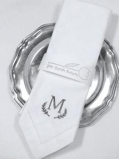 Laurel Monogrammed Embroidered Cloth Napkins / Set of 4 / Leaf monogrammed napkins, table linens, custom napkins, wreath monogrammed napkins Monogrammed Napkins, Custom Napkins, Personalized Napkins, Wedding Linens, Wedding Napkins, Wedding Table, Cloth Dinner Napkins, Napkins Set, Monogram Initials