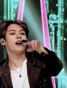 Lee Minho Stray Kids, Lee Know Stray Kids, Gifs, Lee Min Ho, Asian Men, Korean Boy Bands, Cute Guys, Boy Groups, Natural Hair Styles