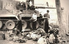 "Unloading of equipment and property of the personnel of the tank Pz.Kpfw VI ""Tiger"" for repairs."