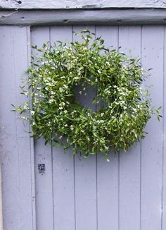 look to see how to make this wreath on DIY board. so easy & simple