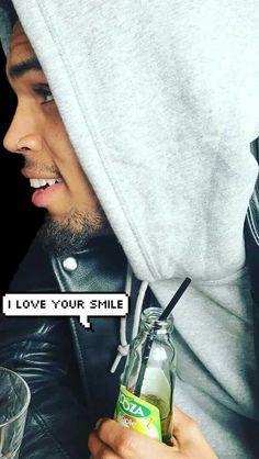 I love his smile😍😍
