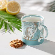 Hrnček Malachite Blue 350ml, Elegantný porcelánový hrnček, zdobený v modrom dekore so zlatou farbou.  #hrncek#porcelan#keramika#kuchyna#jedalen Mugs, Tableware, Malachite, Dinnerware, Tumblers, Tablewares, Mug, Dishes, Place Settings