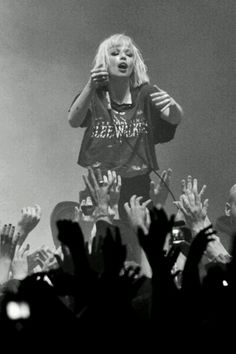 Alice Glass I love her blonde!