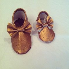 Gold Moccasins with a bow Faux Ostrich Leather by MMfeet on Etsy