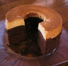Impossible Cake: A chocolate cake baked with flan on the top. When done, the flan is now on the bottom, but when the cake is inverted, it is back on top! A great favorite at Mexican fiestas, this cake is delicious and beautiful. Cupcakes, Cupcake Cakes, Bolo Flan, Mexican Food Recipes, Sweet Recipes, Mexican Desserts, Mexican Cakes, Mexican Cooking, Biscotti