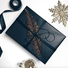Elegant gift wrapping ideas for Christmas, birthdays or any other occasion. 4 be… Elegant gift wrapping ideas for Christmas, birthdays or any other occasion. 4 beautiful ways to wrap gifts this holiday season. Your guide to make every present special. Elegant Gift Wrapping, Creative Gift Wrapping, Present Wrapping, Creative Gifts, Gift Wrapping Ideas For Birthdays, Birthday Wrapping Ideas, Cute Gift Wrapping Ideas, Creative Ideas, Christmas Gift Wrapping