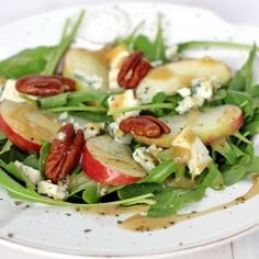 Arugula, Apple and Pecans Salad with Maple Vinaigrette