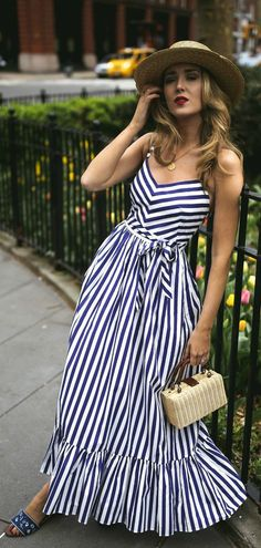 How to wear a vertical striped maxi dress looks & outfits Trendy Dresses, Day Dresses, Dress Outfits, Casual Dresses, Fashion Dresses, Dress Up, Summer Dresses, Dress Summer, Winter Dresses
