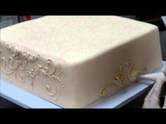 Cake Piping Techniques - Cake Decorating Patterns - Piping Scrolls on a ...
