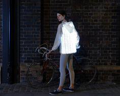 Cette veste cycliste lumineuse communique avec les véhicules