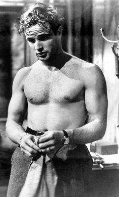 Marlon Brando – in the 1951 film: A Streetcar Named Desire (Play by Tennessee Williams). Marlon Brando, Charlie Chaplin, Vintage Hollywood, Classic Hollywood, Hollywood Icons, Hollywood Glamour, Streetcar Named Desire, Raining Men, The Godfather