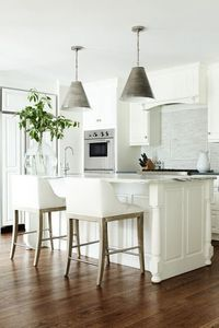 fresh beachy kitchen CHIC COASTAL LIVING in love with white