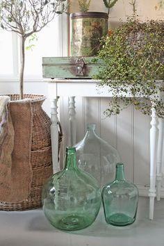 Green Country Cottage ( by Vibeke Design ) Antique Bottles, Vintage Bottles, Deco Cool, Deco Champetre, Vibeke Design, Home Decoracion, Decoration Inspiration, White Rooms, Farmhouse Chic