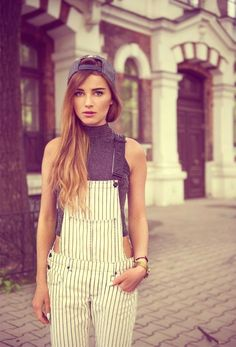 unique style the model looks so confused haha Casual Chic, Overalls Women, White Overalls, One Piece Outfit, Fashion Outfits, Fashion Trends, Overalls Fashion, Fashion Hacks, Womens Fashion