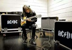 The great Malcolm Young of AC/DC. Rock N Roll, Rock And Roll Bands, Greatest Rock Bands, Best Rock, Guitar Strumming, Malcolm Young, Ac Dc Rock, Bon Scott, Live Wire
