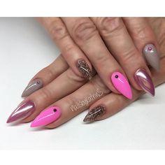 My work 💕 #nails#nail#notd#nailart#naildesign#nails2inspire#nails2inspire#nailstagram#instanails#instanail#beautiful#nailedit#beautiful#nailsoftheday#nailsofinstagram#nailsalon#butterflynails#berlin#beauty#glitternails#glitter#pink#nailpromote#nailsbykatrins