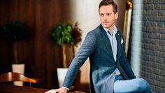 Картинки по запросу синий пиджак деловой интерьер мужчина